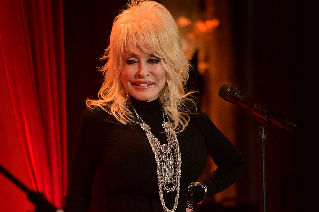 Watch Dolly Parton, Jimmy Fallon Share a Christmas Medley
