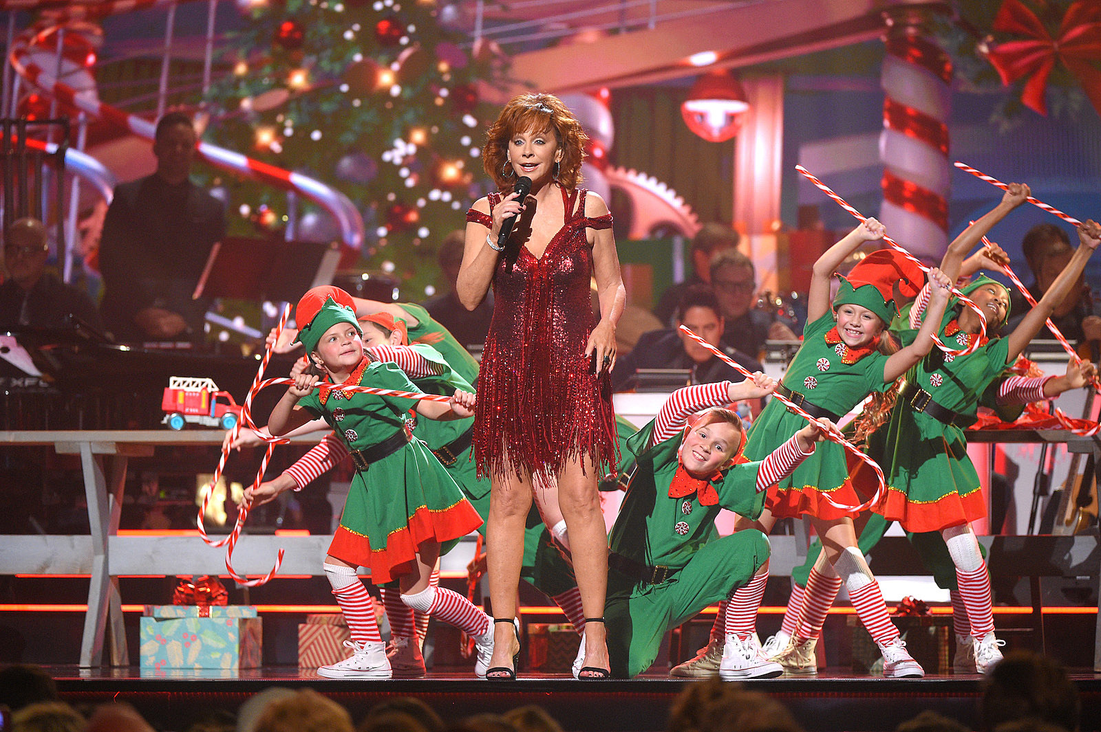 Cma Christmas Special 2019.Everything You Need To Know About Cma Country Christmas 2018