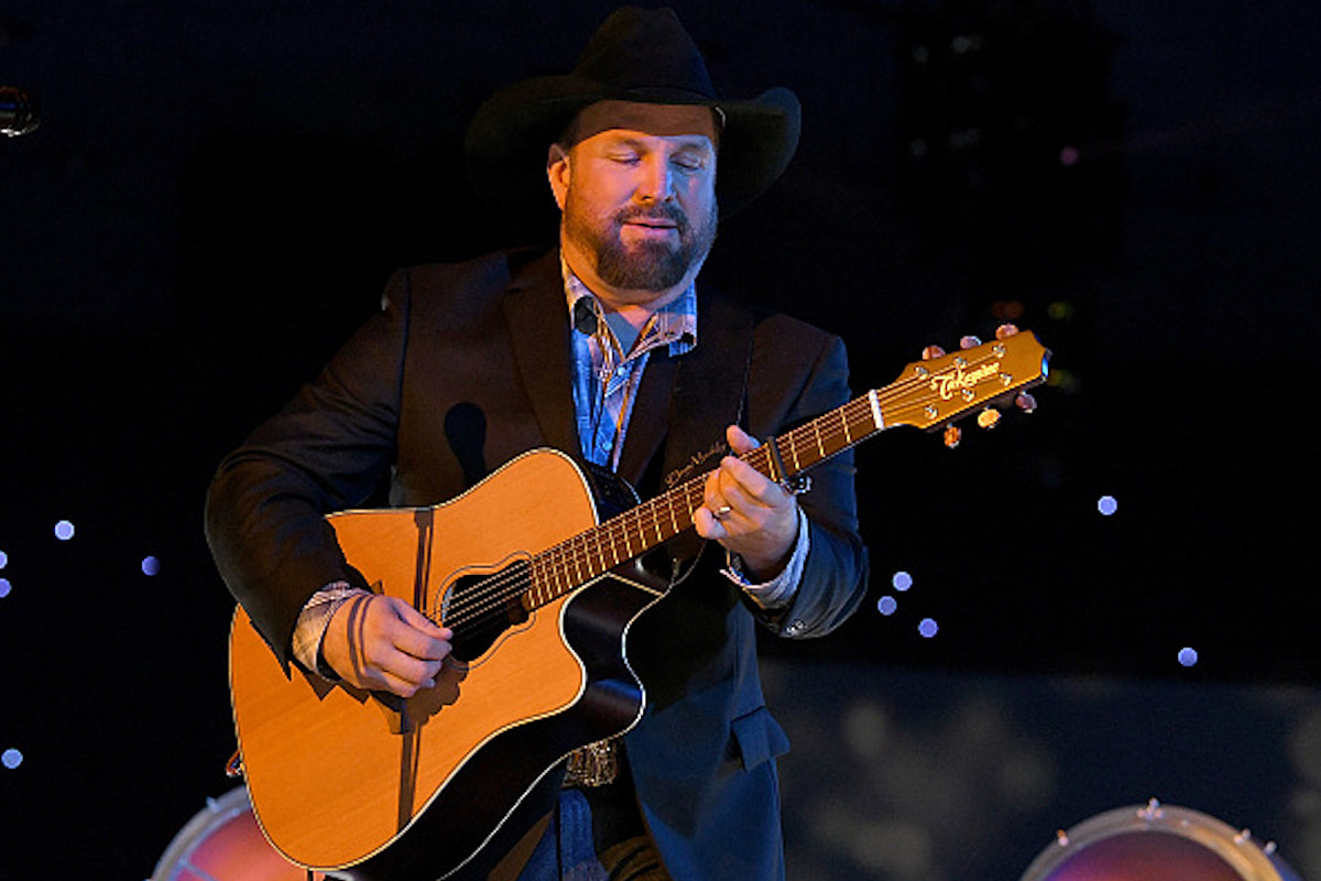 Garth Brooks Is Taking His Dive Bar Tour to Massachusetts, New Jersey - The Boot