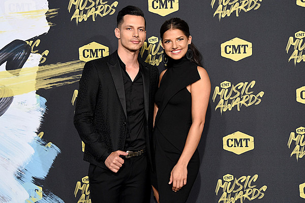 Devin Dawson Is Engaged To Girlfriend Leah Sykes