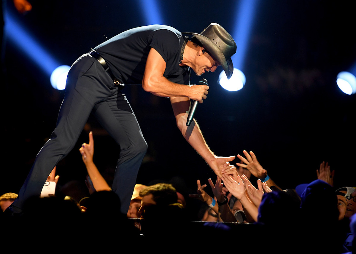 Tim McGraw Celebrates 'Songs of America' With 7-Stop Book Tour