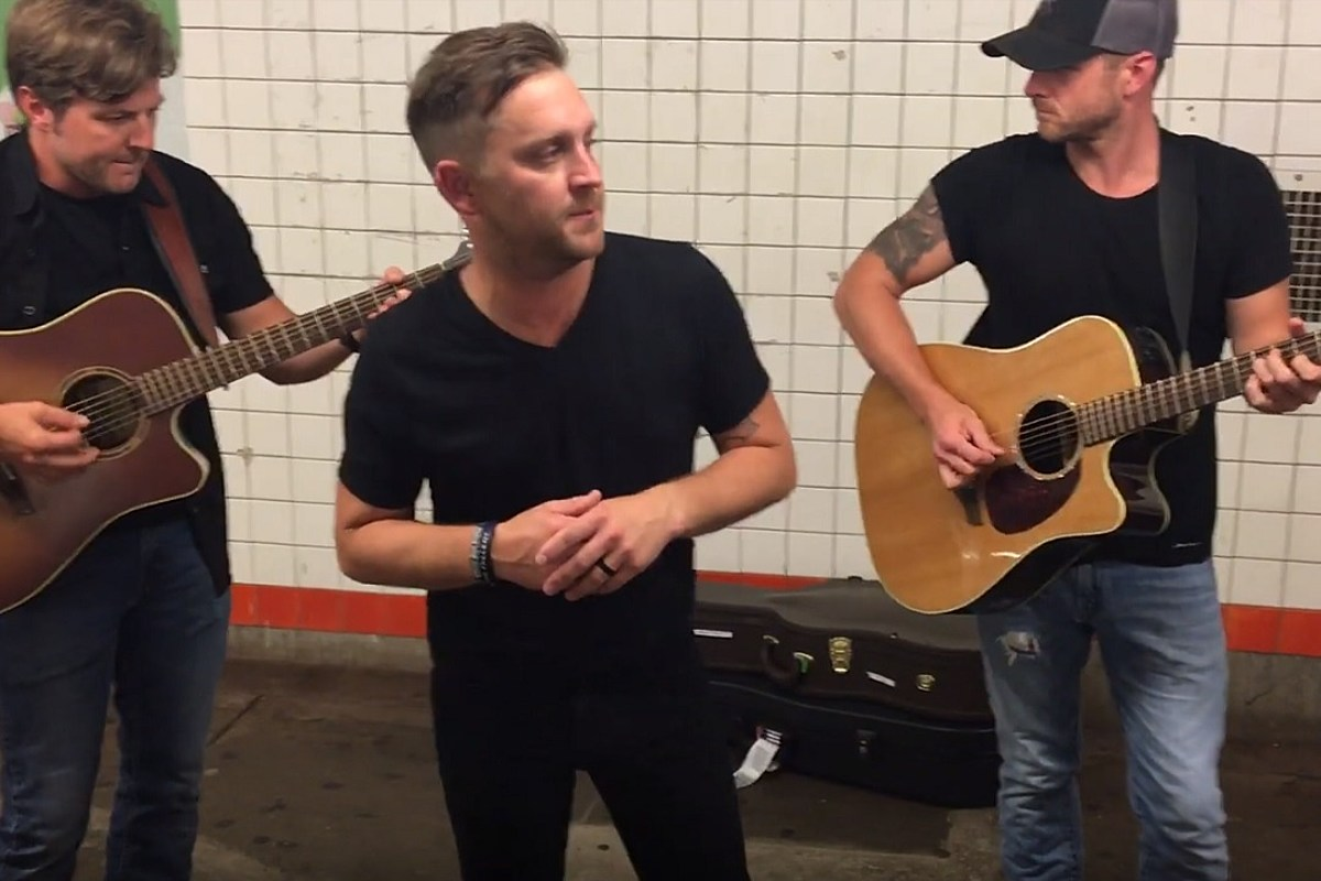 Watch Justin Moore Busk (Without His Cowboy Hat!) in a New York City Subway Station