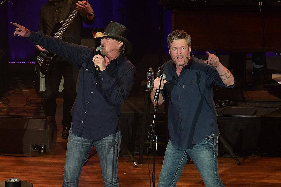 Blake Shelton Cheers Its Christmas.Blake Shelton Trace Adkins Teaming Up For New Single