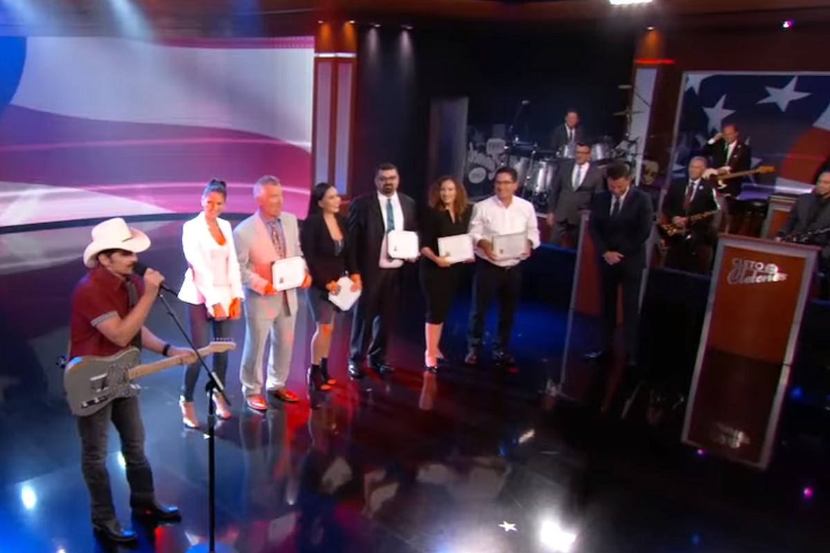 WATCH: Brad Paisley Helps Jimmy Kimmel Give New U.S. Citizens the Most ''Merica!' Welcome