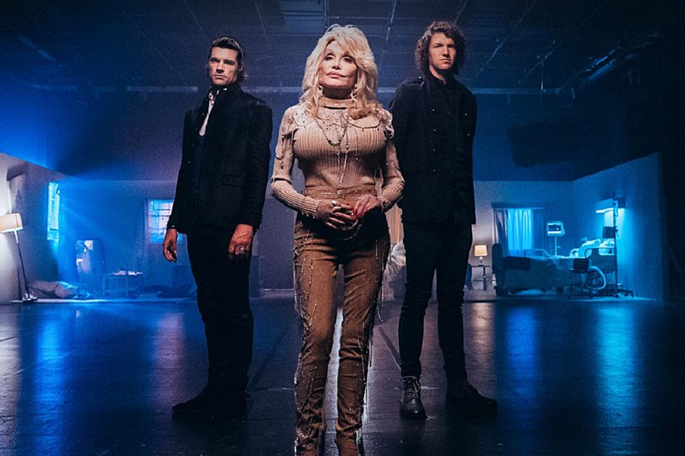 Dolly Parton Christmas Album.Dolly Parton For King Country Sound Heavenly On New Duet
