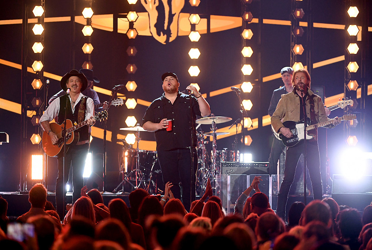 Luke Combs Taps Brooks & Dunn for Throwback, '1, 2 Many'