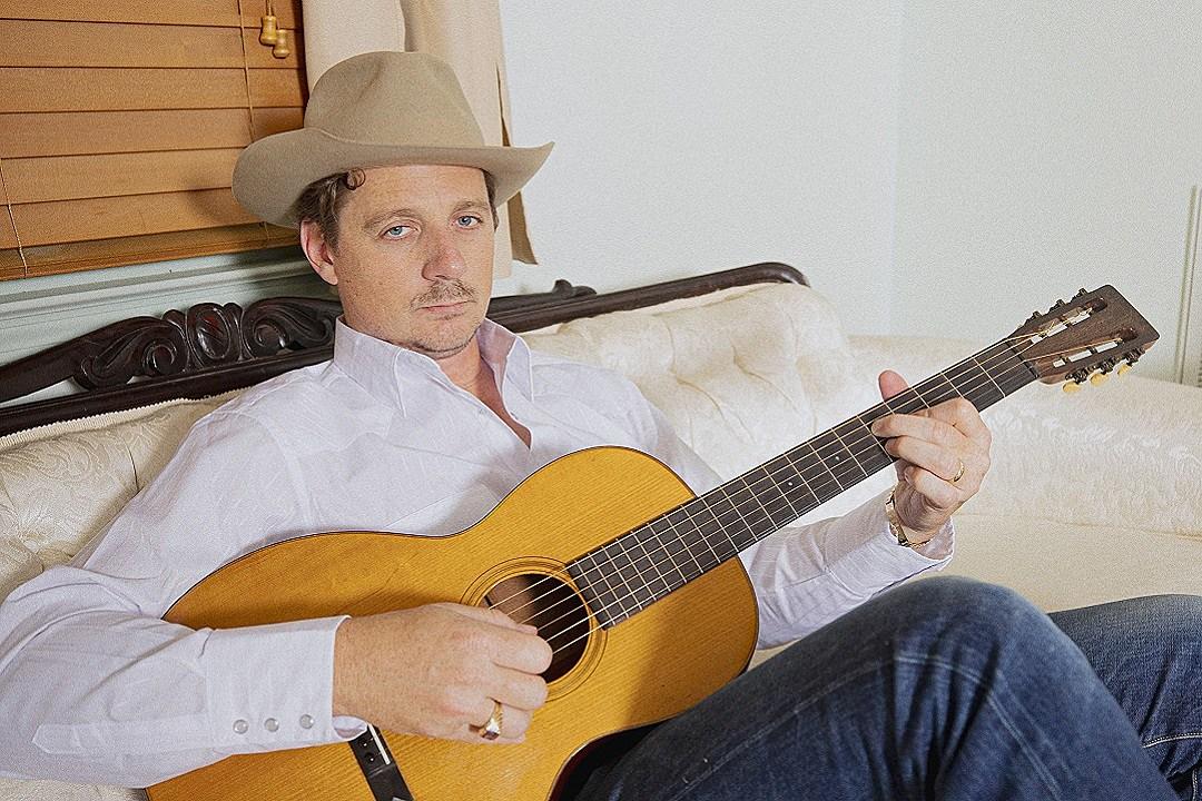 Sturgill Simpson Announces 'The Ballad of Dood and Juanita'