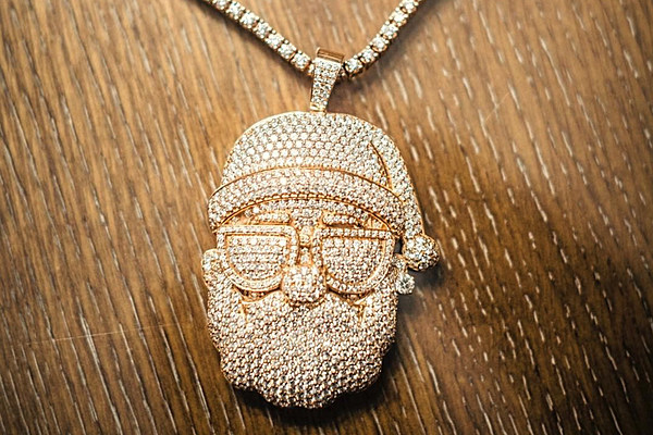 Gucci Mane S Iced Out Santa Chain Has Its Own Instagram