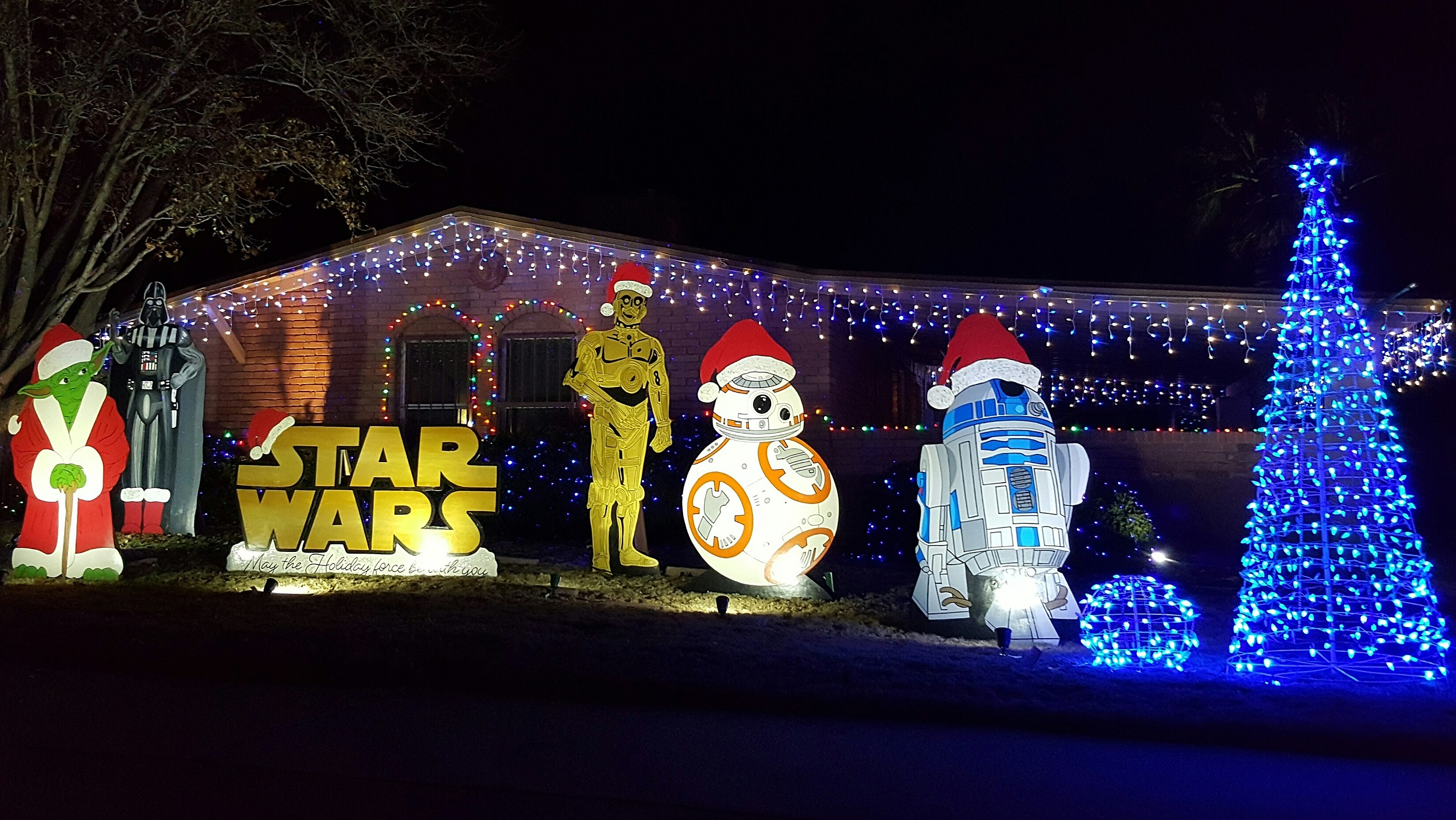 El Paso's Eastridge Neighborhood Lights Up for Christmas