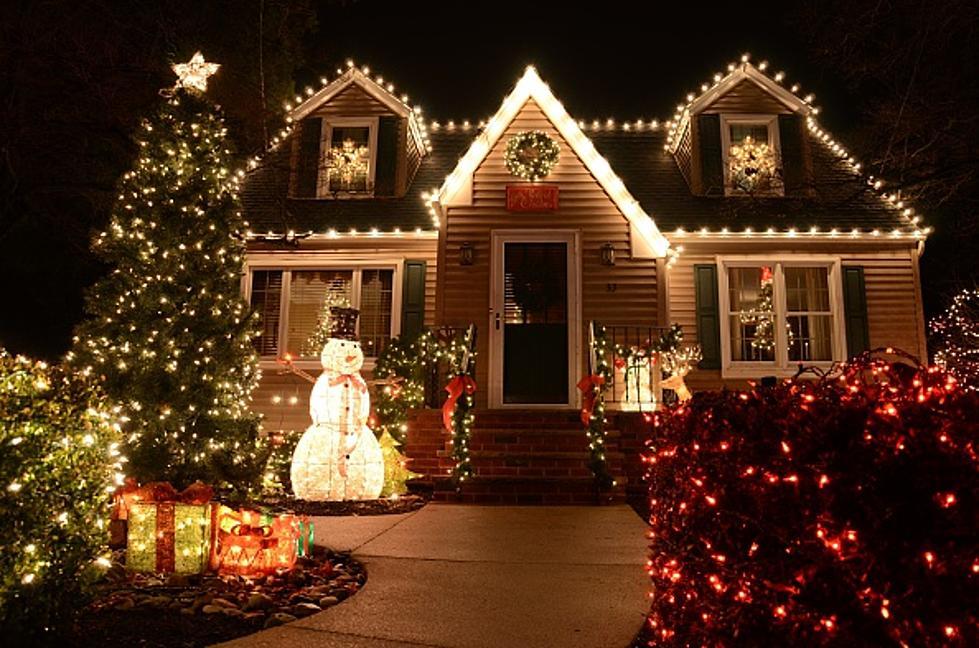 Christmas Lights Boise.Boise Secret Santa Hangs Christmas Lights For Family