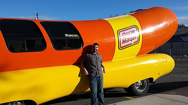 oscar meyer is looking for hotdoggers to drive the weinermobile. Black Bedroom Furniture Sets. Home Design Ideas