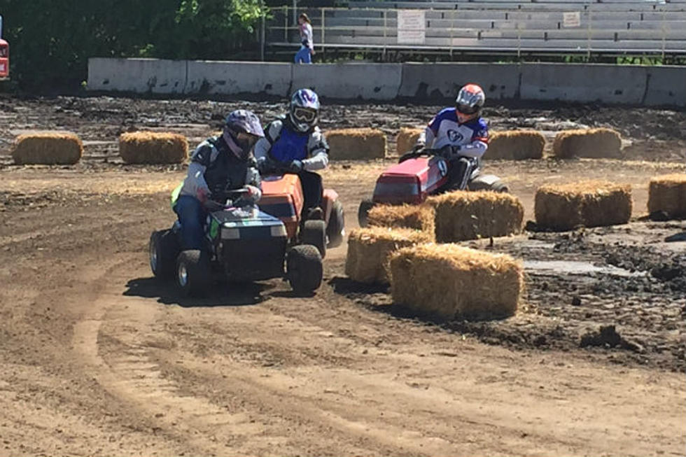 Benton County Fair Holds 1st Lawnmower Races [VIDEO]