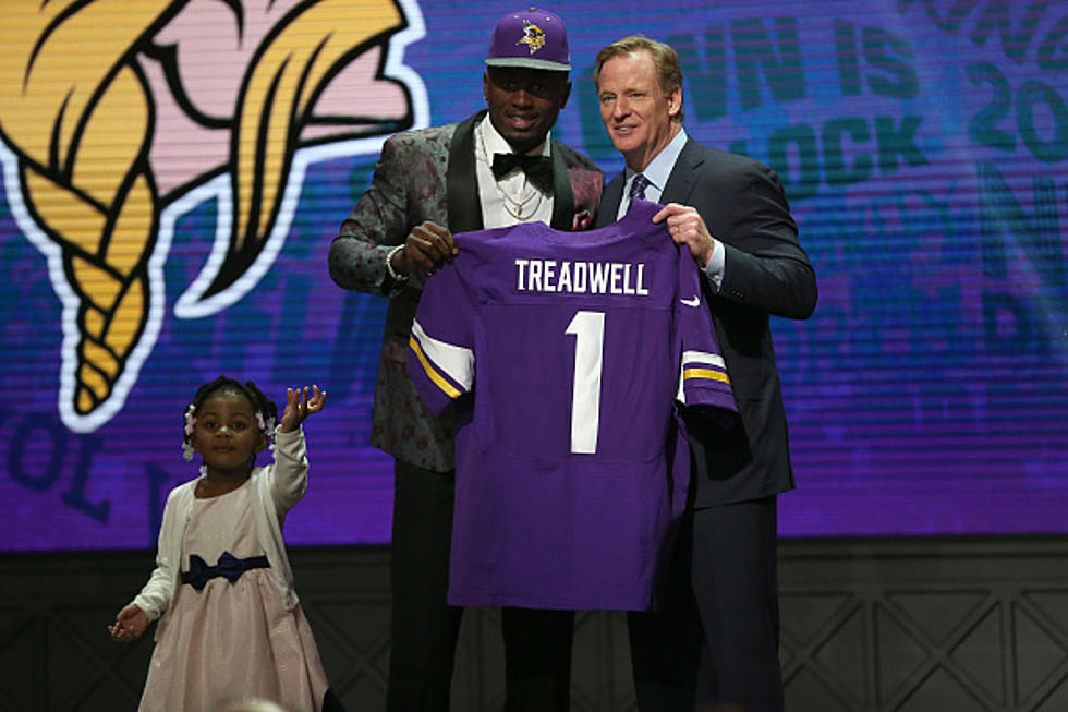 Vikings Rookie Laquon Treadwell Snaps Picture Wearing Raiders Hat d2f1e53fb