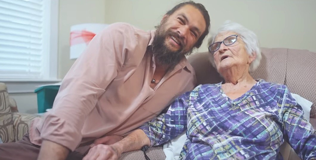 Iowa Native Jason Momoa Was Featured On Girl Scout Cookie Boxes