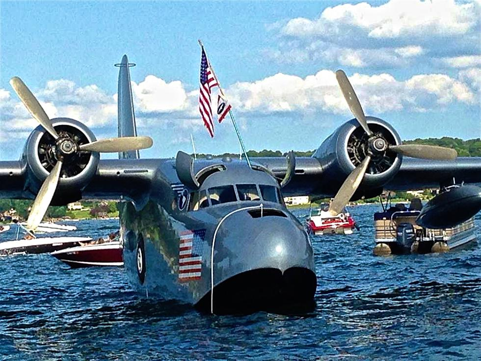 Amphibious Aircraft Lands in Candlewood Lake and Boaters Go Nuts