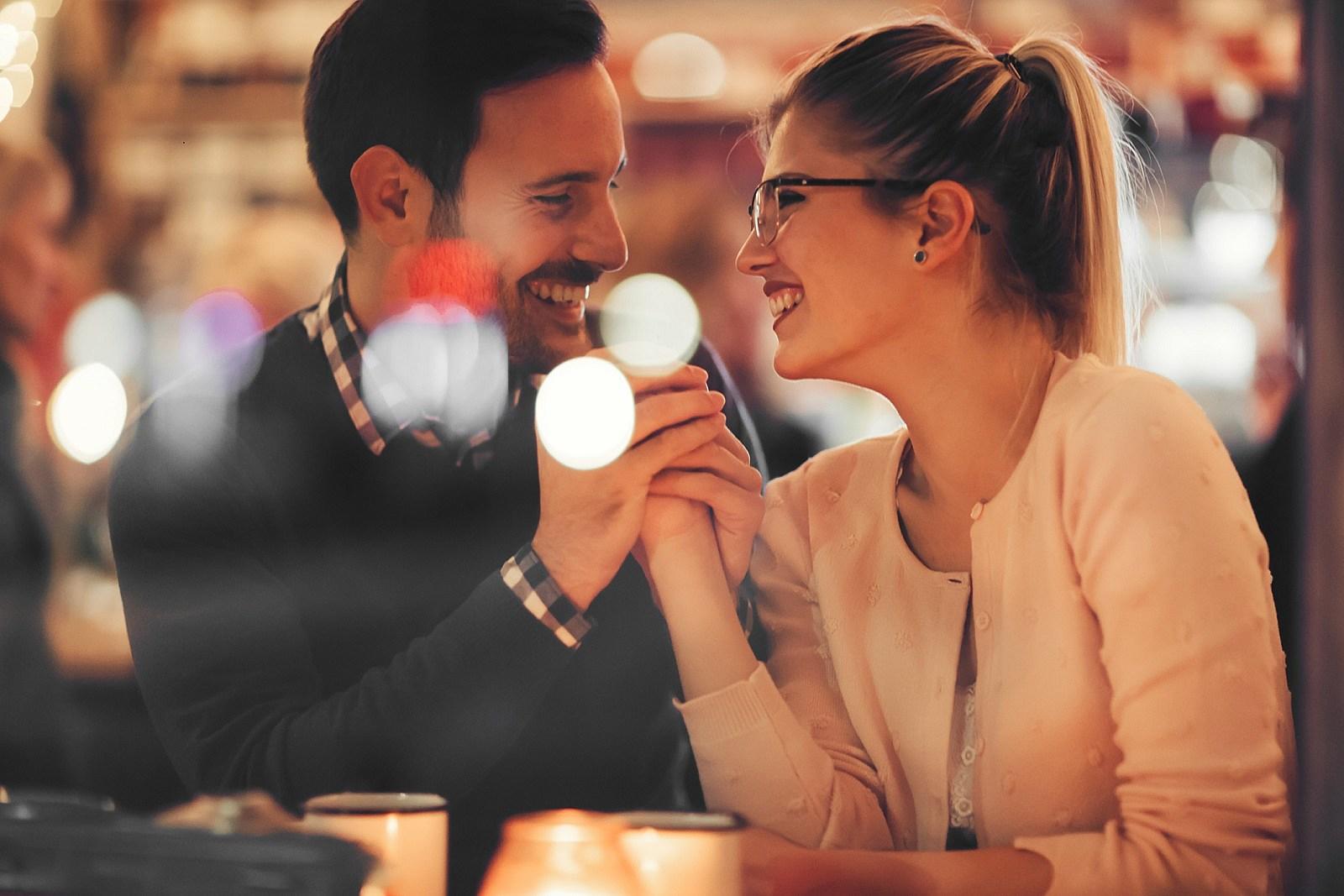 10 Dinge, die man vor dem Dating eines extrovertit wissen muss