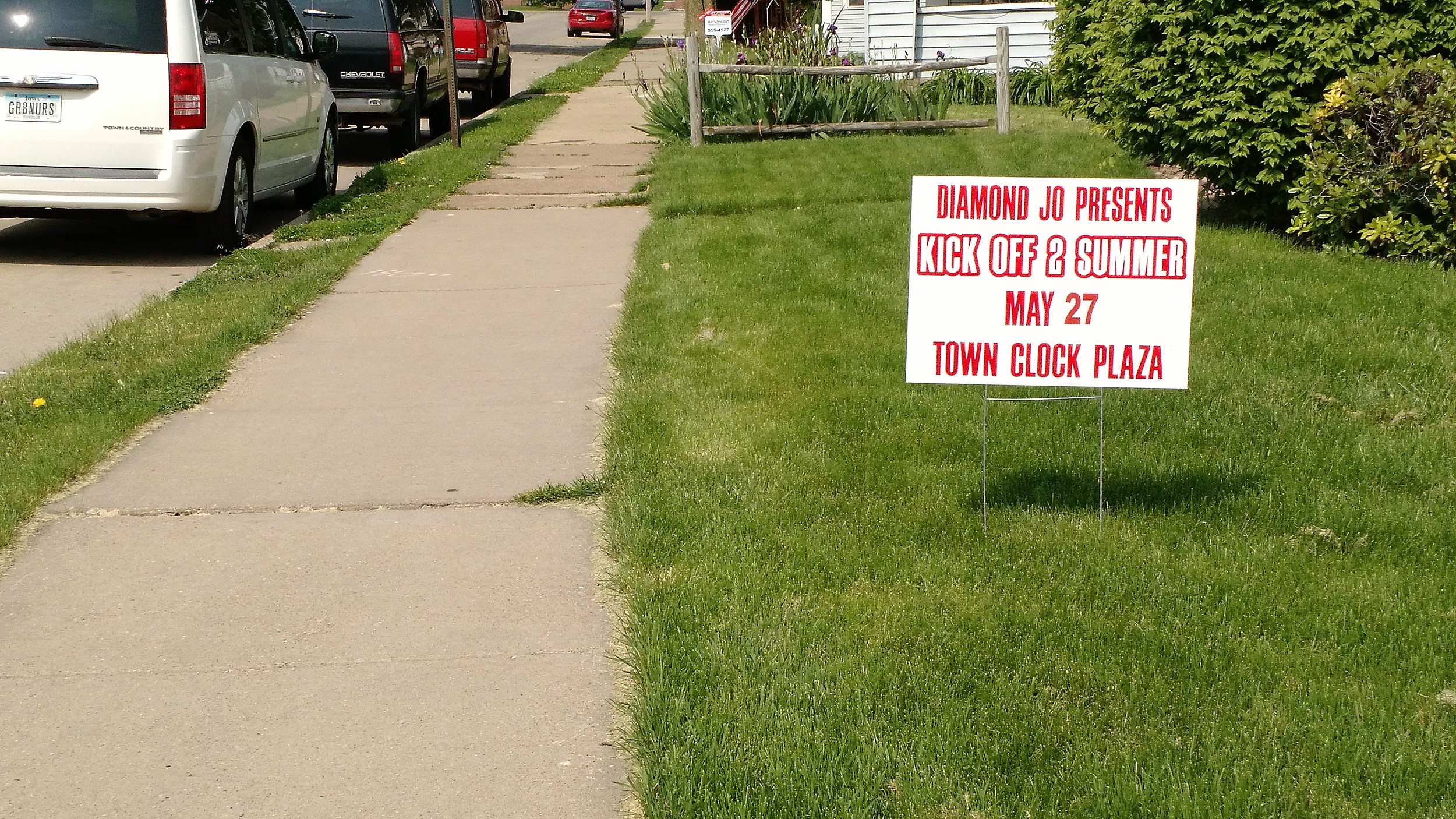 """Where to """"Legally"""" Place Your Temporary Yard Sign in Dubuque"""