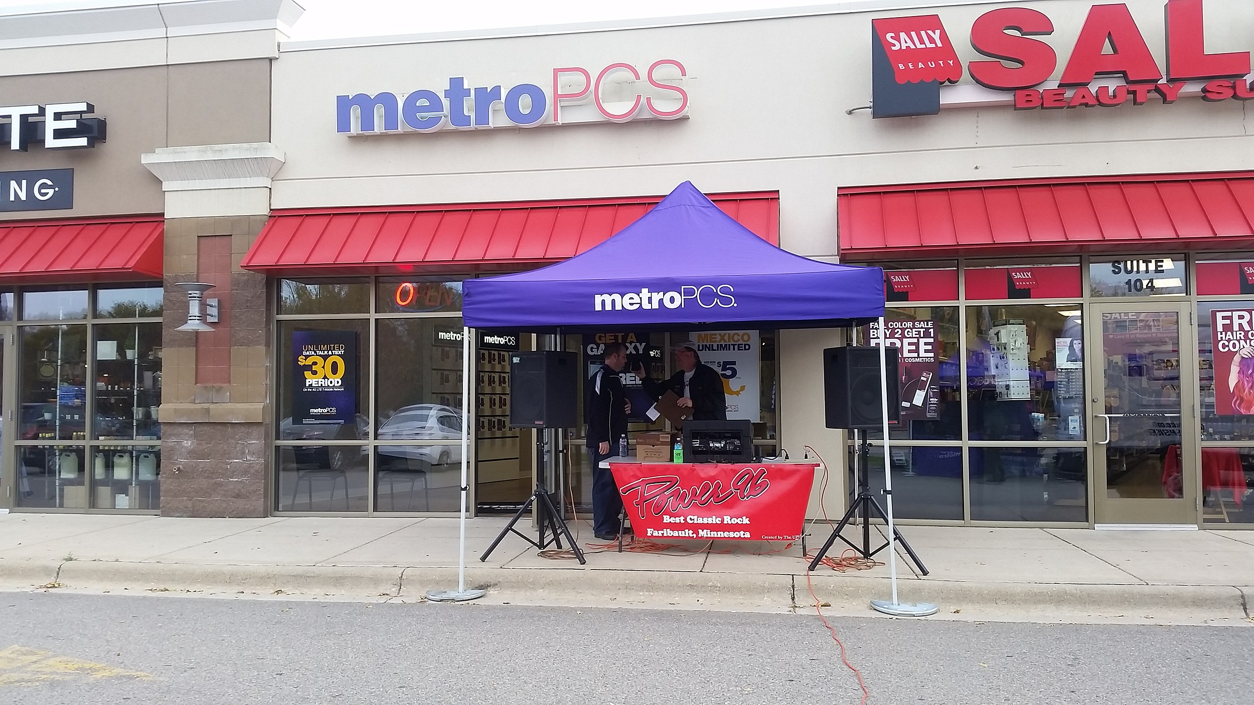 MetroPCS in Faribault Has Free Turkeys This Saturday