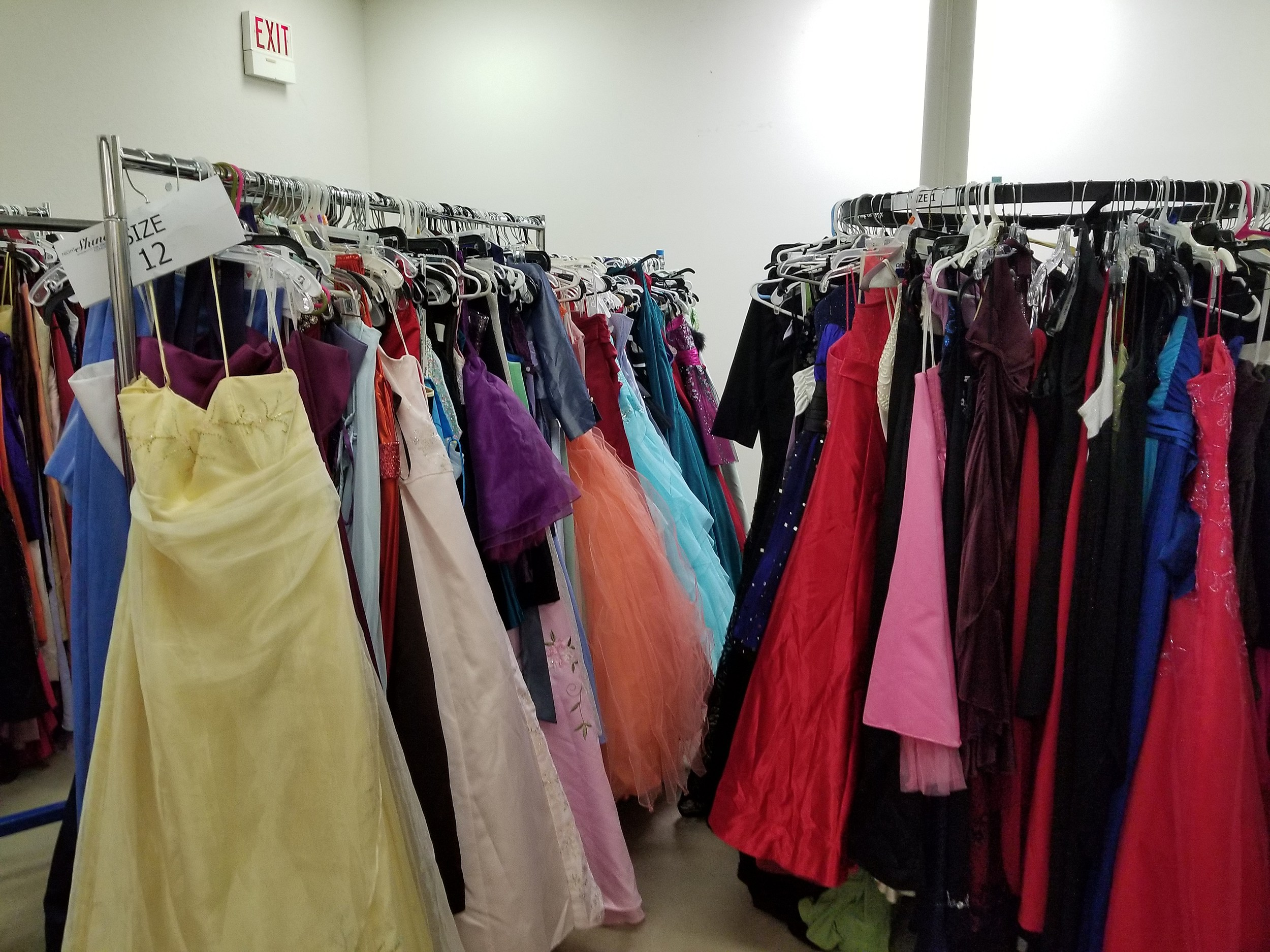 Sneak Peek 97 5 Now Fm S Cinderella S Closet This Weekend