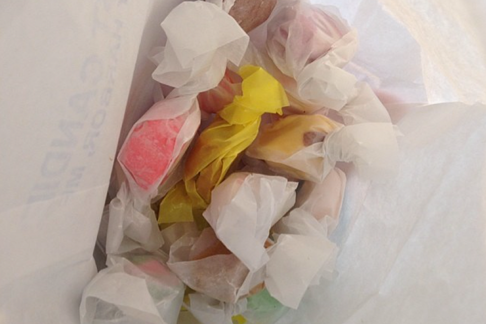 Seeing Salt Water Taffy Made in Boothbay Harbor, Maine is