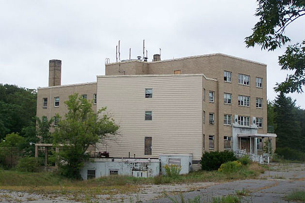 This Abandoned Hospital In Biddeford Is What Nightmares Are Made Of