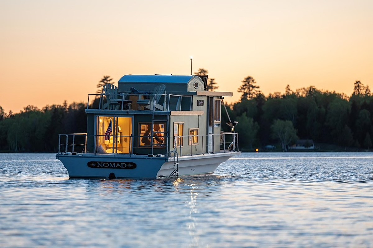 Hop Aboard This Luxury Houseboat Sitting On A Pristine ...