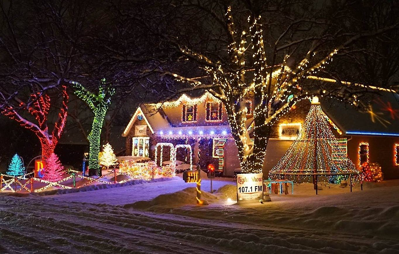Here are the Best Christmas Light Displays in the Quad Cities for 2020