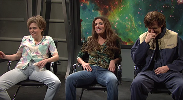 """No One Can Hold It Together During SNL's """"Close Encounter ..."""