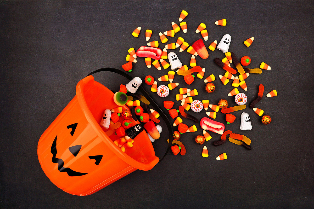 Survey Shows Most Parents Steal Their Kids Halloween Candy
