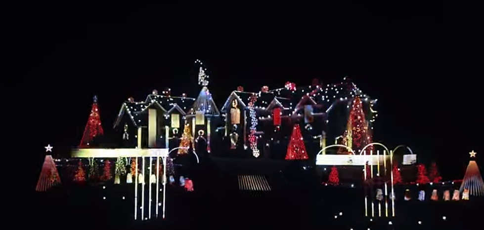 Christmas Light Show.A Spectacular Christmas Light Show Is Under An Hour From