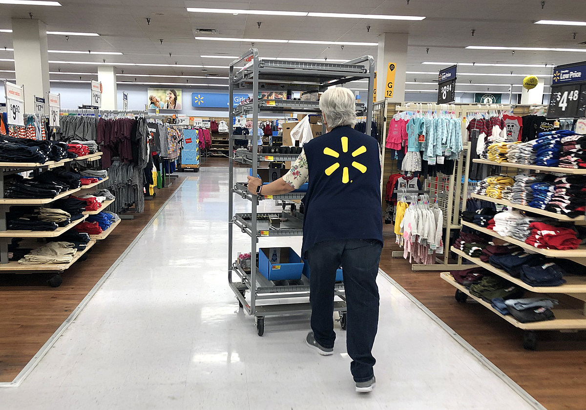 Walmart Plans to Take Care of Employees Working Thanksgiving Day - q985online.com