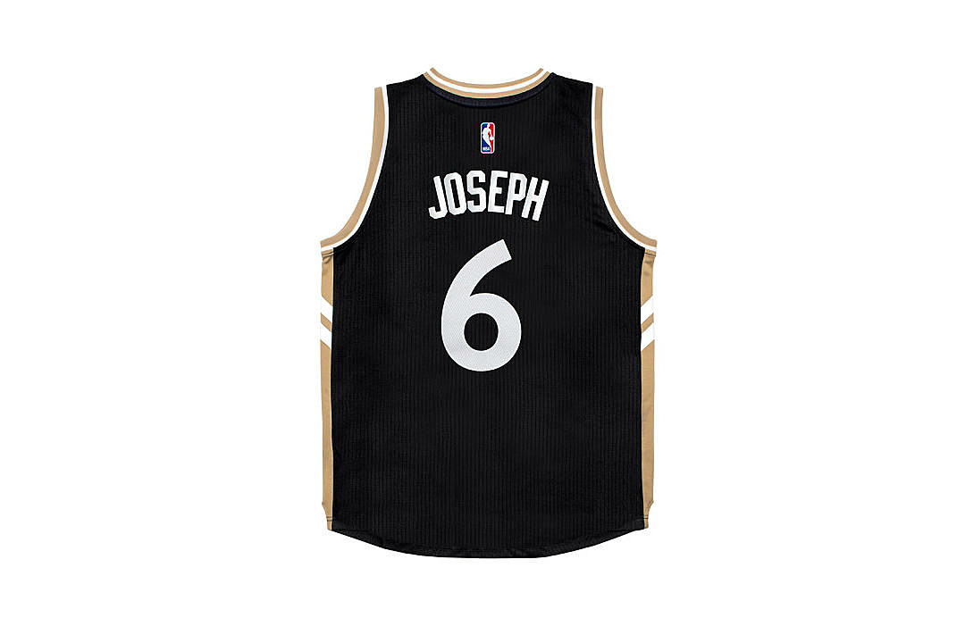 2a37f25b48a Drake and the Toronto Raptors Unveil Official Alternate Jersey - XXL