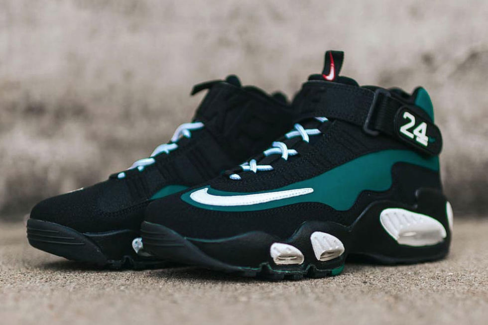 uk availability f6360 0ea5e Nike to Release Original Air Griffey Max 1