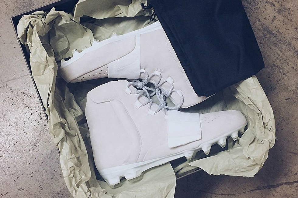 14d97878ebf93 Kanye West Gifts NFL Player Von Miller a Pair of Adidas Yeezy Boost Cleats
