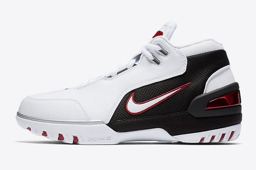 04071641925 Nike to Re-Release LeBron James  King s First Signature Shoe - XXL