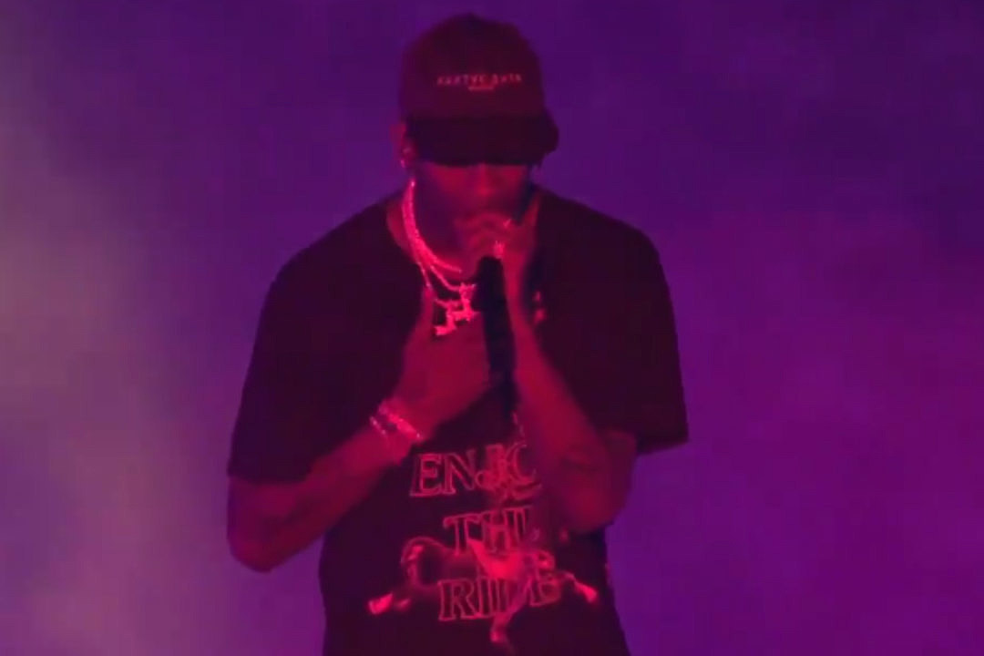 d1930ff9cd11 Travis Scott Pays Homage to Mac Miller With New Freestyle at Las Vegas Show