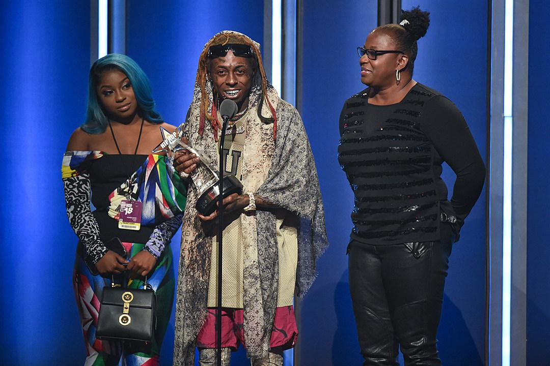 65941e90f Lil Wayne Wins I Am Hip Hop Award at 2018 BET Hip Hop Awards - XXL