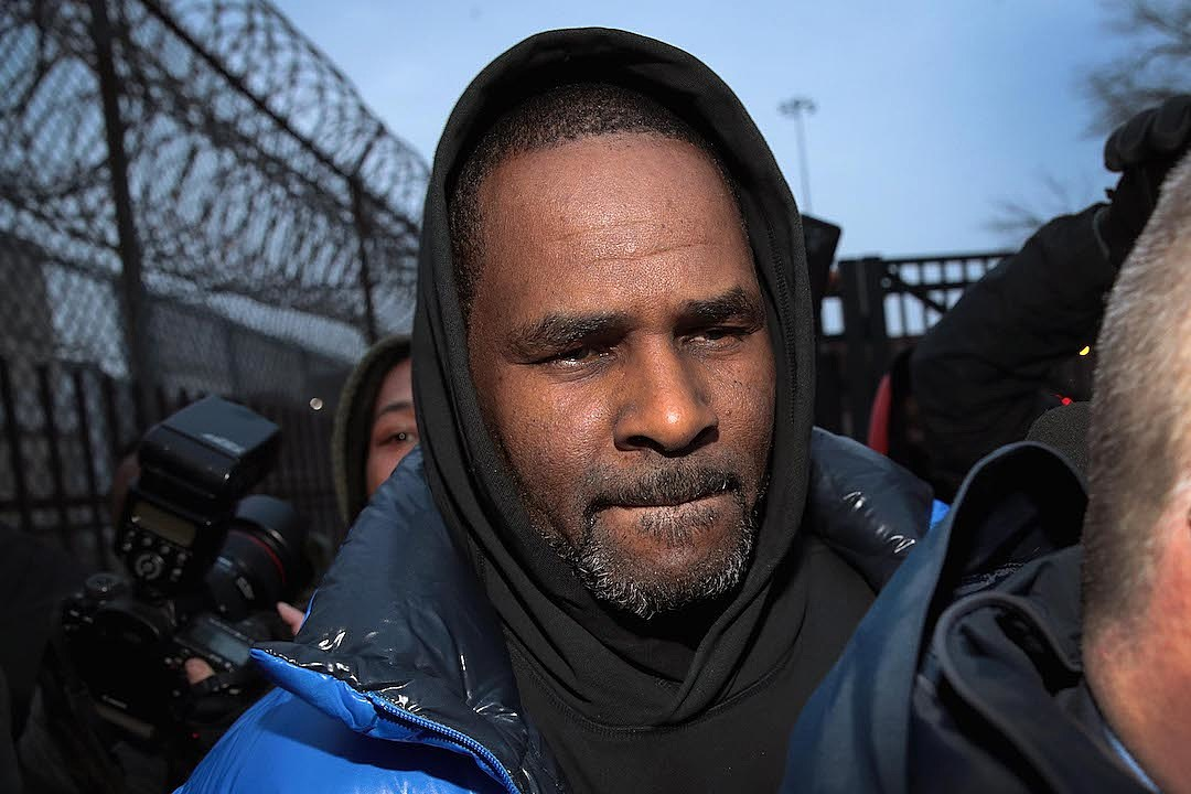 Outstanding Report R Kelly Arrest Warrant Issued After He Misses Court Caraccident5 Cool Chair Designs And Ideas Caraccident5Info
