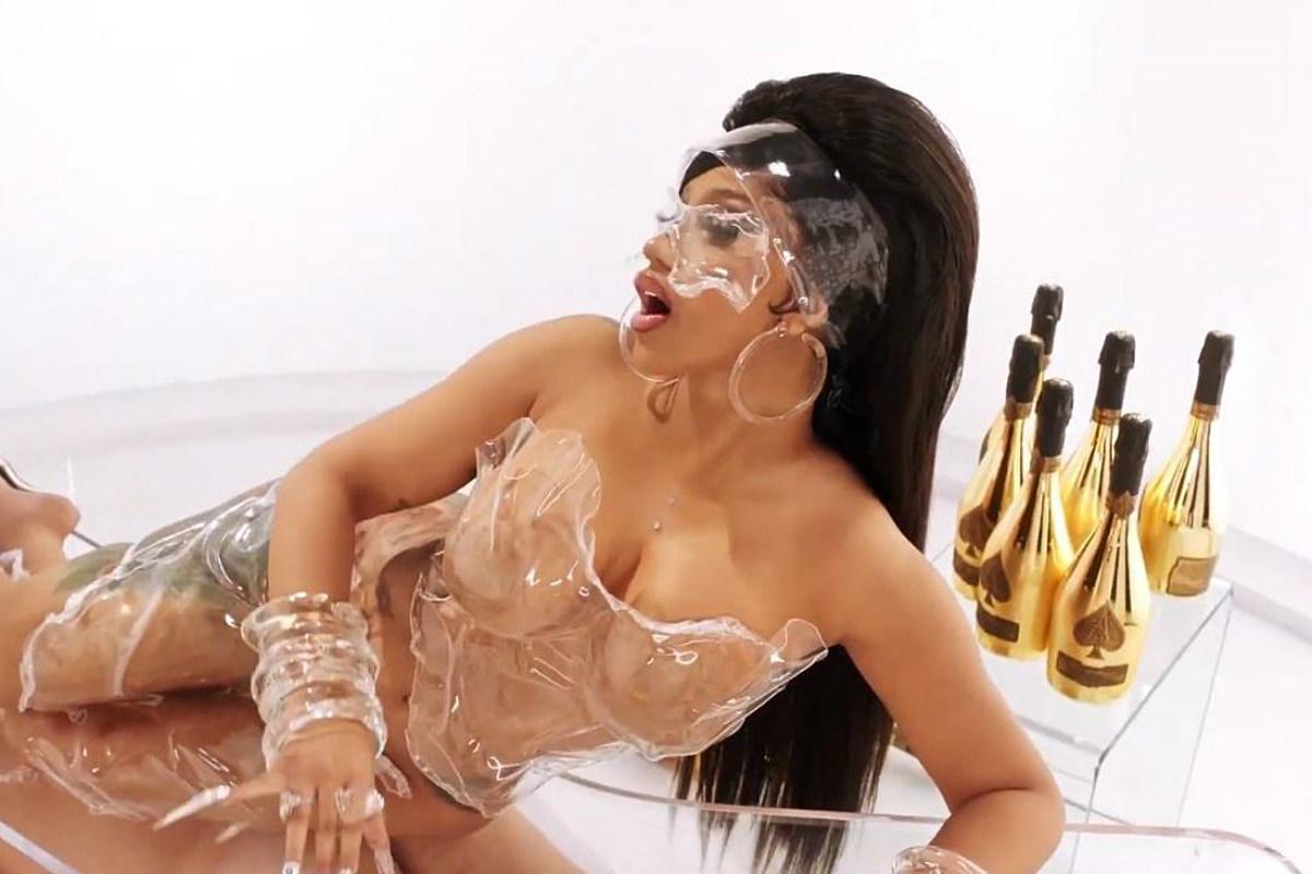 B pussy cardi Billboard Woman