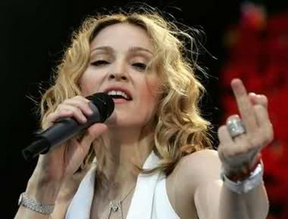 https://townsquare.media/site/838/files/2016/01/madonna_middlefinger.jpg?w=980&q=75