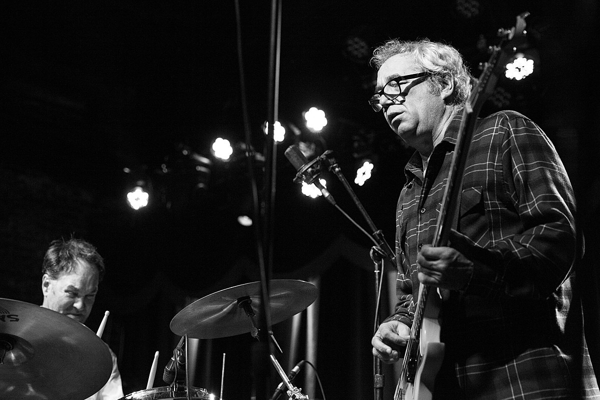 Mike Watt says he rehearsed with Porno For Pyros for first time in 24 years, teasing more?