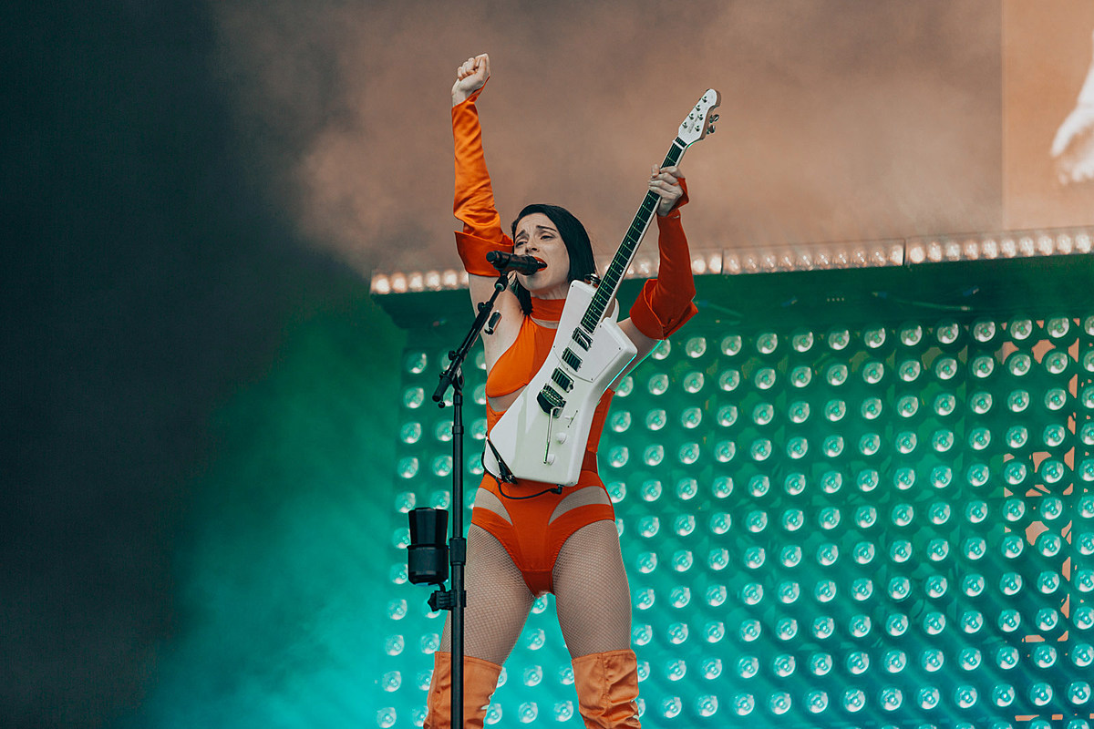 St. Vincent covers Metallica, NIN with Dave Grohl on new 7″