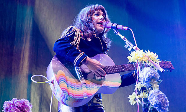 Jenny Lewis Sang Postal Service With Death Cab For Cutie Watch
