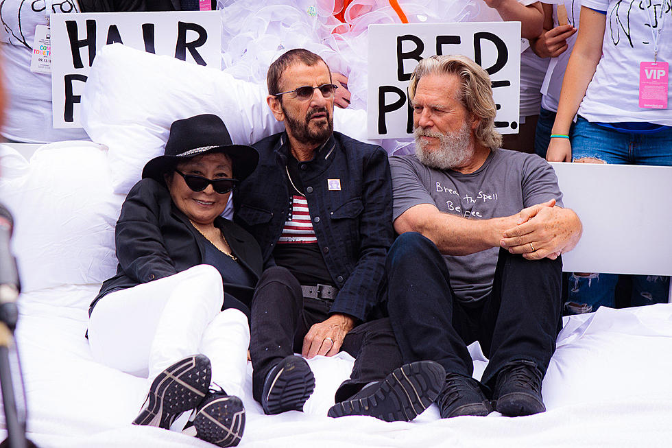 Yoko Ono Ringo Starr Jeff Bridges Hosted Bed In Event At City Hall Pics