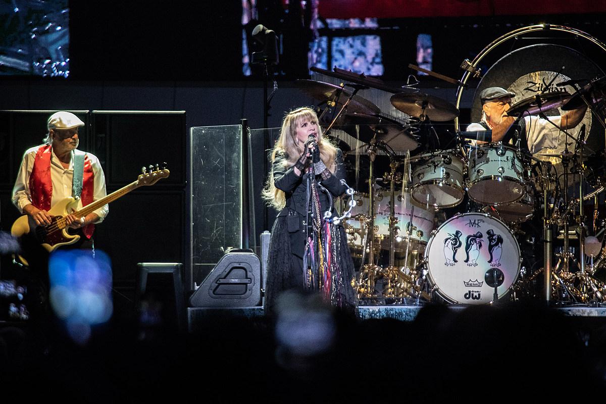 Stevie Nicks makes first statement on Lindsey Buckingham's firing from Fleetwood Mac