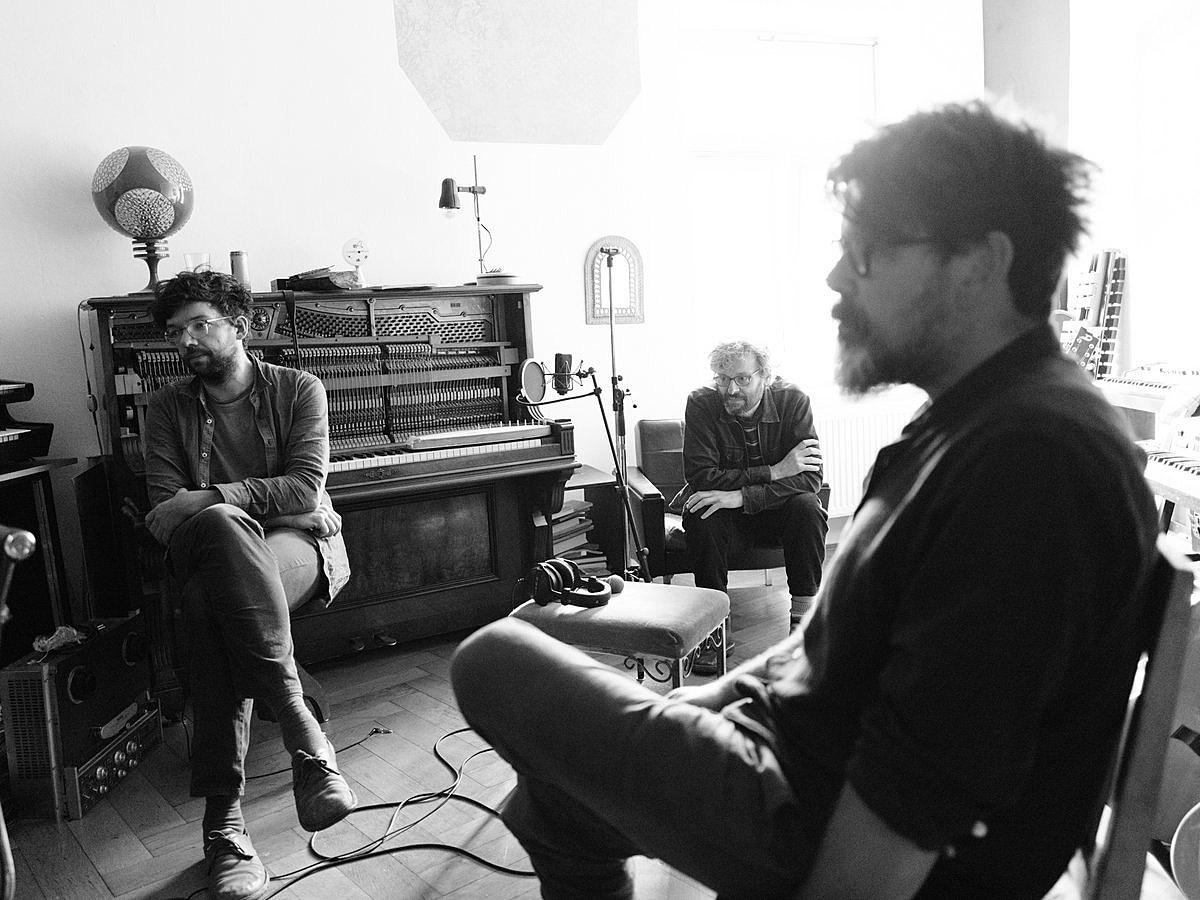 "The Notwist prep new EP & album, share ""Ship"" ft. Saya of Tenniscoats"
