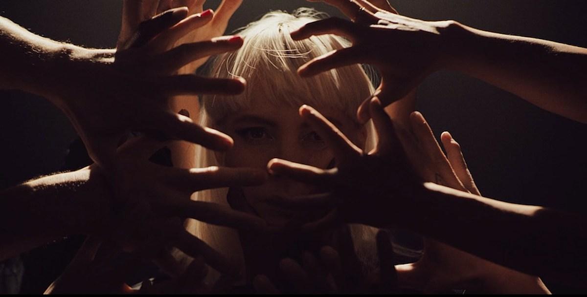 "Sylvan Esso share ""Numb"" video, announce U.S. tour w/ Samia, Local Natives & Lido Pimienta"