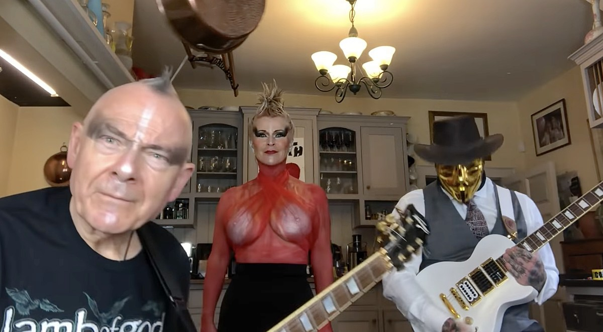 "Watch Toyah & Robert Fripp cover The Prodigy's ""Firestarter"""