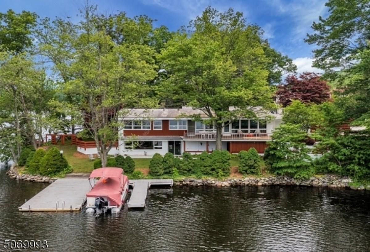 Ad-Rock & Kathleen Hanna selling NJ lakefront home