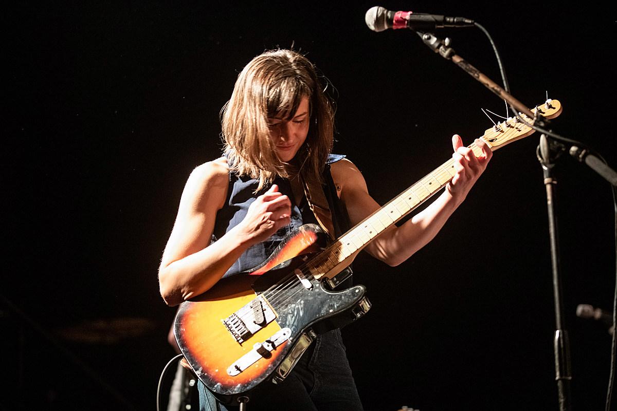"Laura Stevenson covered ""Harvest Moon"" w/ Jeff Rosenstock at Brooklyn show (pics, video, setlist)"